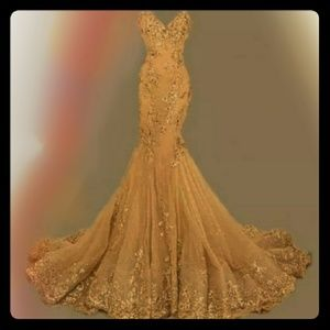 Dresses & Skirts - Beautiful gold sequin gown
